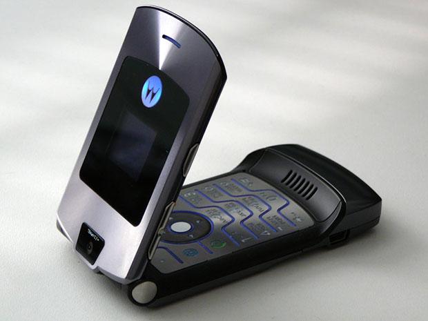 novostivskore-predstavyat-rimejk-smartfona-raskladushki-noto-razr-v3