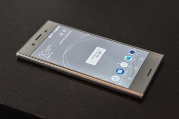 Sony-Xperia-XZ-Premium-2-3