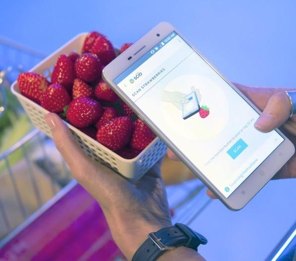 novostina-vystavke-ces-2017-sostoyalsya-reliz-unikalnogo-smartfona 2